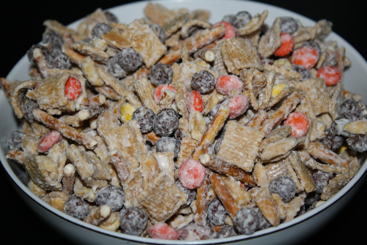 I Ve Totally Fallen For This Fall Snack Mix Practice